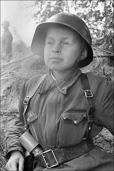 Child-soldiers-in-WWII-1